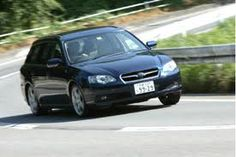 そして今の愛車、BPEのB型です。走ってる姿、カッコいいね。この車の何がいいって、やはりエンジンです。世界中でポルシェとスバルしか持たないボクサー6気筒。これをフロントに積んで4WDのしたレイアウトは、この車しかありません。しかも、今のラインナップからは6気筒が3.6リッターになってしまい、回転数をあげて楽しむエンジンではなくなってしまいました。よって、この代の3.0Rは世界遺産認定。