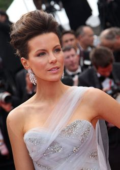 Kate Beckinsale - I love this big high updo