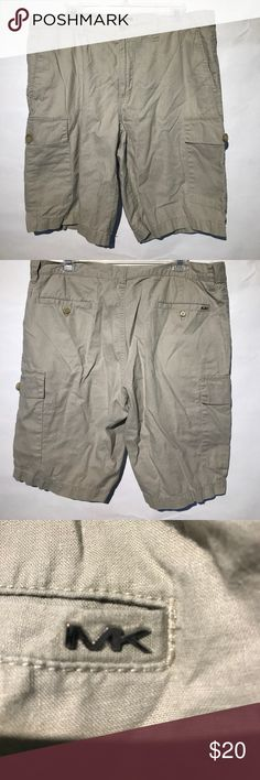 Preowned Michael Kors linen cargo shorts Preowned Michael Kors cargo shorts . Size 36w in excellent condition. Made in China of 53% linen and 47% cotton. Smoke-free home. Submit all offers. B5 Michael Kors Shorts Cargo
