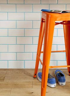 A Grout of a Different Color – Reveal Studio. Color grout is trending, and we are showing you different ways to incorporate it into your home. Here's a take on traditional subway tile - white subway tile with blue grout. Orange Et Turquoise, Coloured Grout, Living Colors, Home Decoracion, Tile Grout, Tiling, White Tiles, Blue Tiles, Color Tile
