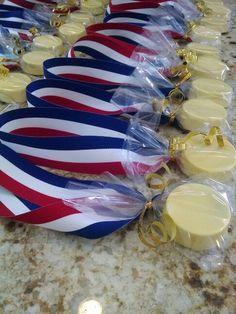 Olympic gold medal oreos http://Www.facebook.com/SweetUOffYourFeet