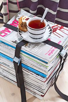Use your news and pile your favourite mags. Sofatable is ready!