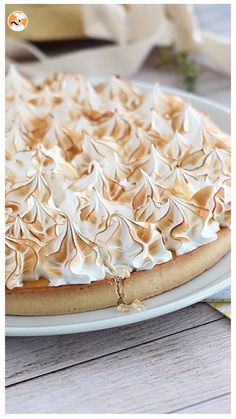 This is the fantasy of every pastry lover : a crunchy crust, a sour lemon curd, all topped with the fluffiest meringue ever! Become a real pastry chef making this one of a kind pie!