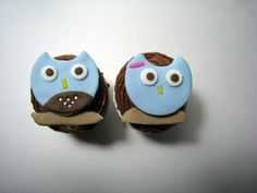 must make...an owl family on set of cupcakes.