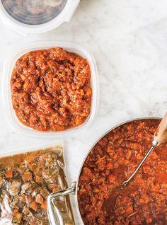 Ricardo& recipe : Spaghetti Sauce with Ribs Slow Cooker Ribs, Slow Cooker Recipes, Crockpot Recipes, Cooking Recipes, Naan, Coleslaw, Salsa Marinara Casera, Salsa Tzatziki, Ricardo Recipe