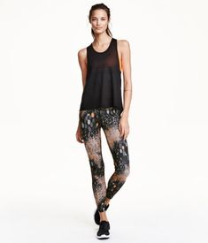 Printed, ankle-length sports tights in fast-drying, functional fabric. Wide ribbing at waist with concealed mesh key pocket.   H&M Sport
