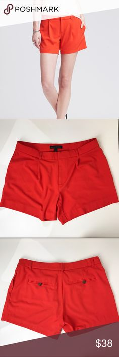 Banana Republic pleated shorts The perfect dressy shorts you'll be using over and over again during the summer time 🌞 Like new condition. Banana Republic Shorts