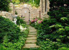© Planters Garden and Jeremy Smearman. Highlands, NC, Bowery Rd., Split Rail Rd. -- Jeremy Smearman, Keith Summerour, garden courtyard