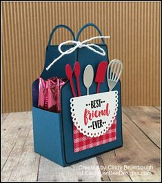 February 2018 Here is a little treat holder I made using the SU Apron of Love Bundle. Just a little unexpected treat you can give to a special person in your life. The treat holder can h… Treat Holder, Treat Box, 3d Paper Crafts, Appreciation Gifts, Stamping Up, Craft Fairs, Homemade Cards, Stampin Up Cards, Cardmaking