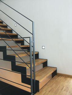 New Apartment Architecture Interior Railings Ideas Interior Railings, Staircase Railings, Modern Hallway, Modern Stairs, Escalier Design, College Dorm Decorations, Cool Apartments, Hallway Decorating, Interior Architecture