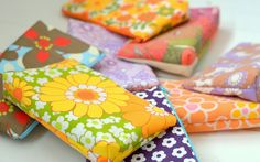 Handmade Vibeke  Sminkepunger Upcycled Vintage, Vintage Flowers, Flower Power, Sunglasses Case, Gift Wrapping, Sewing, Linens, Clutches, Gifts