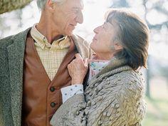 Wedding Anniversary Quotes for Parents: 35 Quotes Couples Âgés, Vieux Couples, Older Couples, Mature Couples, Couples In Love, Older Couple Poses, Couple Posing, Couple Shoot, Anniversary Quotes For Parents