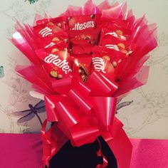 Maltesers chocolate bouquet featuring 9 fun size bags of maltesers 3 individual Teasers bars 1 sharing teasers bar see individual packets for nutritional information Maltesers Chocolate, Chocolate Bouquet, Confectionery, Chocolates, Bouquets, Sweet Treats, Birthdays, Gift Wrapping, Easter