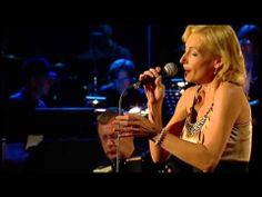 Ute Lemper in der Harald Schmidt Show im Dezember 2013. Sie singt Neruda und wird begleitet vom Jazz-Akkordeonist Heinz Hox. Stichworte: #Accordion #Music #Song #Vudeo #TV #Show