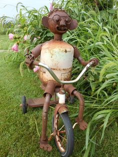 Metal garden sculptures which can be found in steel, copper, bronze and even recycled metal are very popular. Place a metal cat on the fence or hide an alligator in the grass. Metal Yard Art, Metal Tree Wall Art, Scrap Metal Art, Metal Artwork, Welding Art Projects, Metal Projects, Metal Crafts, Diy Projects, Art Crafts