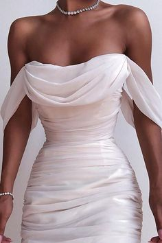 Solid Color Backless Dress from Fashion designer in 2020 Elegant Dresses, Pretty Dresses, Beautiful Dresses, Stunning Wedding Dresses, Dream Wedding Dresses, Elegantes Outfit, Dream Dress, Fashion Dresses, Dresses Dresses