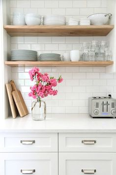 White kitchen cabinets, white worktop, white subway tiles and open wood shelves Kitchen Shelves, Diy Kitchen, Kitchen Dining, Kitchen Decor, Open Shelves, Kitchen White, Kitchen Ideas, Floating Shelves, Timber Shelves