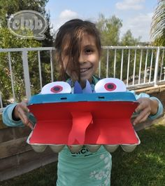 monster craft from an egg carton for kids Camping Crafts, Fun Crafts, Crafts For Kids, Upcycled Crafts, Recycled Art, Projects For Kids, Craft Projects, Monster Crafts, Egg Carton Crafts