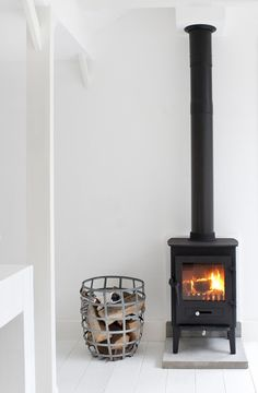 The perfect black fireplace. Ideal for a living room scenario with beautiful reading and writing spots. Home Fireplace, Fireplace Design, Black Fireplace, Small Fireplace, Ideas Hogar, Wood Burner, Deco Design, Home Fashion, Home Living Room