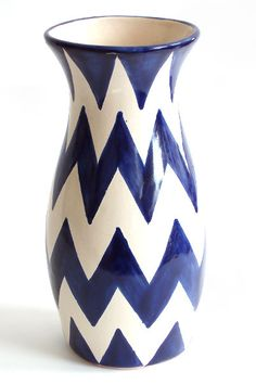 I have a ceramic vase this exact shape but it's not a color I'm keen on. I want to paint it to look like this!