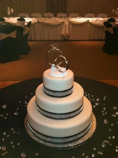 Love this wedding cake. It is so simple, yet very elegant.  I can't get over how wonderful it is, and I looove the rings on top, what a neat idea! :)