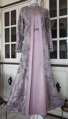 Pakistani Fashion Party Wear, Indian Fashion Dresses, Pakistani Dress Design, Abaya Fashion, Long Dress Design, Bridal Dress Design, Stylish Dresses For Girls, Stylish Dress Designs, Islamic Fashion
