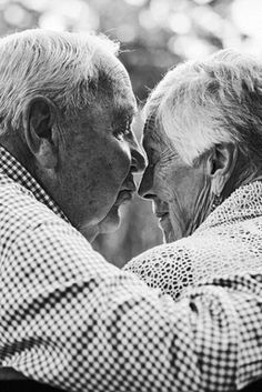 Photos Of Couples Married 50 Years And More Capture The Beauty Of Longtime Love Old Couples, Couples In Love, Older Family Photos, Old Married Couple, Sweet Love Story, Mom Died, Old Folks, The Best Is Yet To Come, Old Love