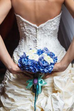 Свадебный букет в синих тонах Цветочная мастерская Via dei Fiori insta @viadeifiori