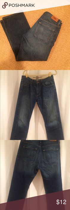 Tommy Hilfiger Jeans Tommy Hilfiger relaxed freedom Jeans.32 x 30.very good condition.One tiny mark on front left leg.see pic Tommy Hilfiger Jeans