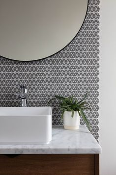 Scandi bathroom interior with some plant details. Scandi Bedroom, Scandi Home, Scandi Style, Bathroom Interior Design, Decor Interior Design, Interior Decorating, Montpellier, Mosaic Bathroom, Master Bathroom