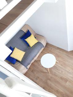 Studio Venice, coin salon sous mezzanine : Location d'appartement à Ciboure sur la Côte Basque. Entièrement réagencé et rénové en avril 2017. www.casagoldie.com
