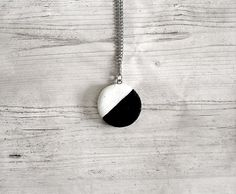 Modern round cold porcelain necklace black and white elegant design pendant necklace necklace for women jewelry stores jewellery fashion
