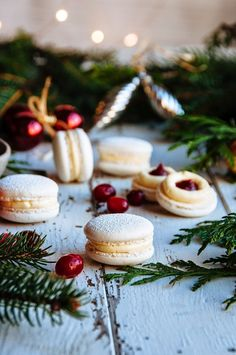 perfect vanilla bean macarons filled with a homemade cranberry reduction puree made with maple, vanilla beans, and cinnamon and also filled with an creamy, rich white chocolate french buttercream Chocolate Macaroons, French Macaroons, Chocolate Smoothies, Chocolate Shakeology, Dessert Crepes, Dessert Bars, Mince Pies, Tea Cakes, Christmas Desserts