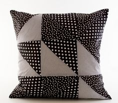 DIY - Patchwork with triangles for cushions by Sostrene Grene. Click at the picture for tutorial.