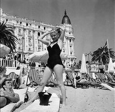 1956, Cannes, France --- American actress and dancer, Ginger Rogers, at the 1956 Cannes Film Festival. --- Image by ©…