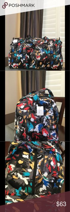 """NWT VERA BRADLEY LARGE DUFFEL Brand new with tags Vera Bradley large duffel  Splash floral pattern  15"""" strap drop Handy outside end pocket Folds flat for easy storing Dimensions 22"""" W x 11½"""" H x 11½"""" D - 15"""" strap drop Duffle Smoke/pet free home Vera Bradley Bags Travel Bags"""