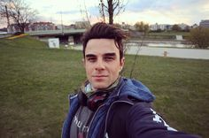 "85.1 mil curtidas, 1,154 comentários - Nathaniel Buzolic (@natebuzz) no Instagram: ""Thank you Poznan, Poland 🇵🇱 . London bound 🇬🇧, then you... Romania you are next. 🇷🇴"""