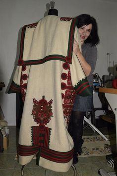 Debreceni hímzett cifraszûr Folk Art, Kimono Top, Culture, Clothing, Image, Tops, Dresses, Fashion, Outfits
