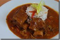 Hovězí žebro po cikánsku01 Thai Red Curry, Pork, Beef, Ethnic Recipes, Kale Stir Fry, Meat, Pigs, Ox, Pork Chops