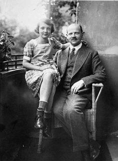 Charlotte Salomon, une vie ou une pièce de théâtre... Charlotte Salomon et son père Dr Albert Salomon à Berlin, vr. 1927.