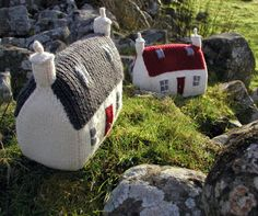 A Polar Bear's Tale: Knit your own house...PDF knitting pattern ~ knitted English cottages