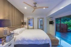 Graduated #IDIstudent Katy Dixon has transformed a simple timber floored country cottage to this incredible modern home.Who else wants to move in!? www.theinteriordesigninstitute.com/landing