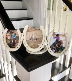 The post 25 › Super cute horse shoe picture frame/earring holder! appeared first on Home Dekoration. Cowboy Crafts, Western Crafts, Horse Crafts, Western Decor, Horseshoe Projects, Horseshoe Crafts, Horseshoe Art, Welding Art Projects, Blacksmith Projects