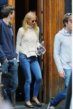 Gwyneth Paltrow, jeans and knit
