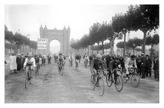 Carrera ciclista de 50 metros, Barcelona, 1916. (AFCEC) / Foto: Josep Maria Co de Triola | REPÒRTERS GRÀFICS