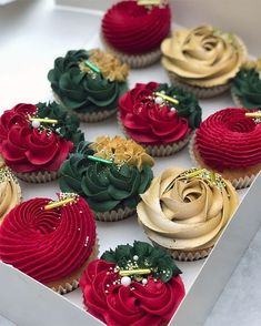 Christmas Elegance cupcakes By . Christmas Elegance cupcakes By . Mini Desserts, Strawberry Desserts, Chocolate Desserts, Elegant Desserts, Easy Desserts, Delicious Desserts, Strawberry Lemonade, Chocolate Cupcakes, Holiday Desserts