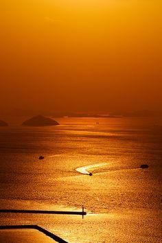 Sunset in Seto Inland Sea, Takamatsu, Kagawa-Ken, Japan Beautiful Sunset, Beautiful World, Wonderful Places, Beautiful Places, Scenery Photography, Seen, Mellow Yellow, Japan Travel, Nature Pictures