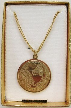 VTG NEW NOS NEW YORK 1964-65 WORLDS FAIR Necklace Pendant C1961NYWF Gold Tone