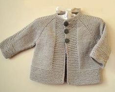 Simple and stylish quick knit top down - Knitting pattern by OGE Knitwear D. Simple and stylish quick knit from top to bottom - knitting instructions from OGE Knitwear Designs Source.Simple and stylish quick knit top down - simple, stylish top down j Baby Knitting Patterns, Baby Cardigan Knitting Pattern Free, Baby Sweater Patterns, Knitted Baby Cardigan, Knit Baby Sweaters, Kimono Pattern Free, Toddler Sweater, Loom Patterns, Baby Patterns