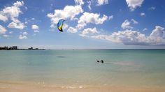 Palm Beach, 3 chilometri di spiaggia, acque calme e sede dei grandi hotel glamour, che offrono moli privati, beach bar, ristoranti e negozi e la possibilità di praticare tutti gli sport acquatici e attività fisica in generale - Aruba
